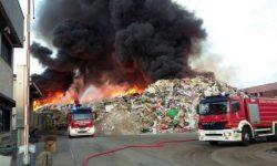 incendio-depositi-rifiuti-800x445